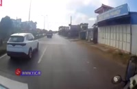 اقدام خطرناک یک پیرمرد در جاده