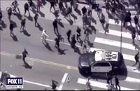 زیر گرفتن معترضان توسط پلیس لسآنجلس