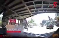 عبور خودرو در آمریکا از بین عابرین پیاده