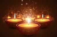 شعله شمع با پس زمینه گرم بوکه در معبد هندی