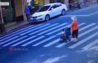 تصادف خودروی شاسی بلند با کالسکه بچه