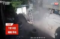 انفجار وحشتناک لاستیک تریلی در تعمیرگاه