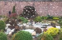 اجرای آبنماهای صخره ای باسنگهای صخره ای بااستادکاران حرفه ای برای زیبا سازی باغ 09124026545