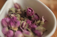 غنچه گل سرخ-نحوه دم کردن و خواص دمنوش غنچه گل محمدی