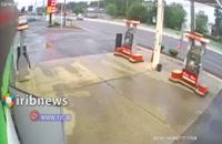 برخورد خودرو با پمپ بنزین