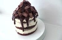 طرز تهیه کیک خامه ای با رویه شکلات و توت فرنگی