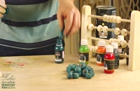 دنیای رنگارنگ اسباببازیهای چوبی کودکان را ایمن نگهداریم