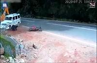 تصادفی که جان موتورسوار را نجات داد