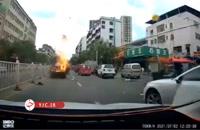 انفجار تویوتا کمری در وسط خیابان
