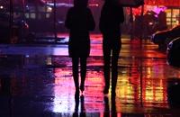 ویدیو فوتیج عاشقانه در زیر باران